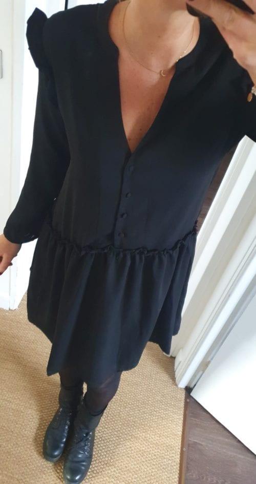 Robe noire dentelle dos